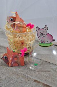 Geldgeschenk - Gefaltete Geldscheine als Schweine mit Verpackung
