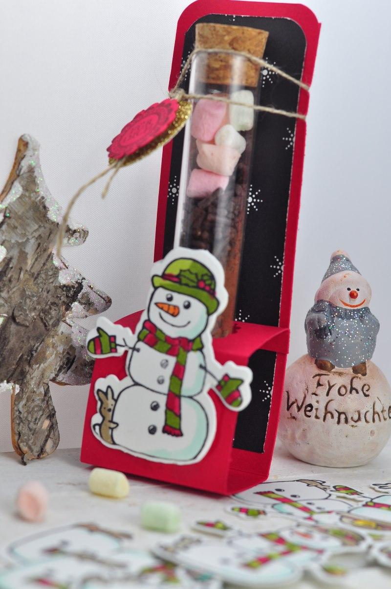Heiße Schokolade to go- Eine Vorlage für die süße DIY-Idee die nicht nur an Weihnachten eine niedliche Geschenkidee ist. Kostenlose Vorlagen findest du auf dem Blog.