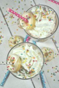 Superleckere Eisschokolade - schnell und einfach gemacht. Perfekt für den Sommer oder die Party. Und Kinder lieben sie!
