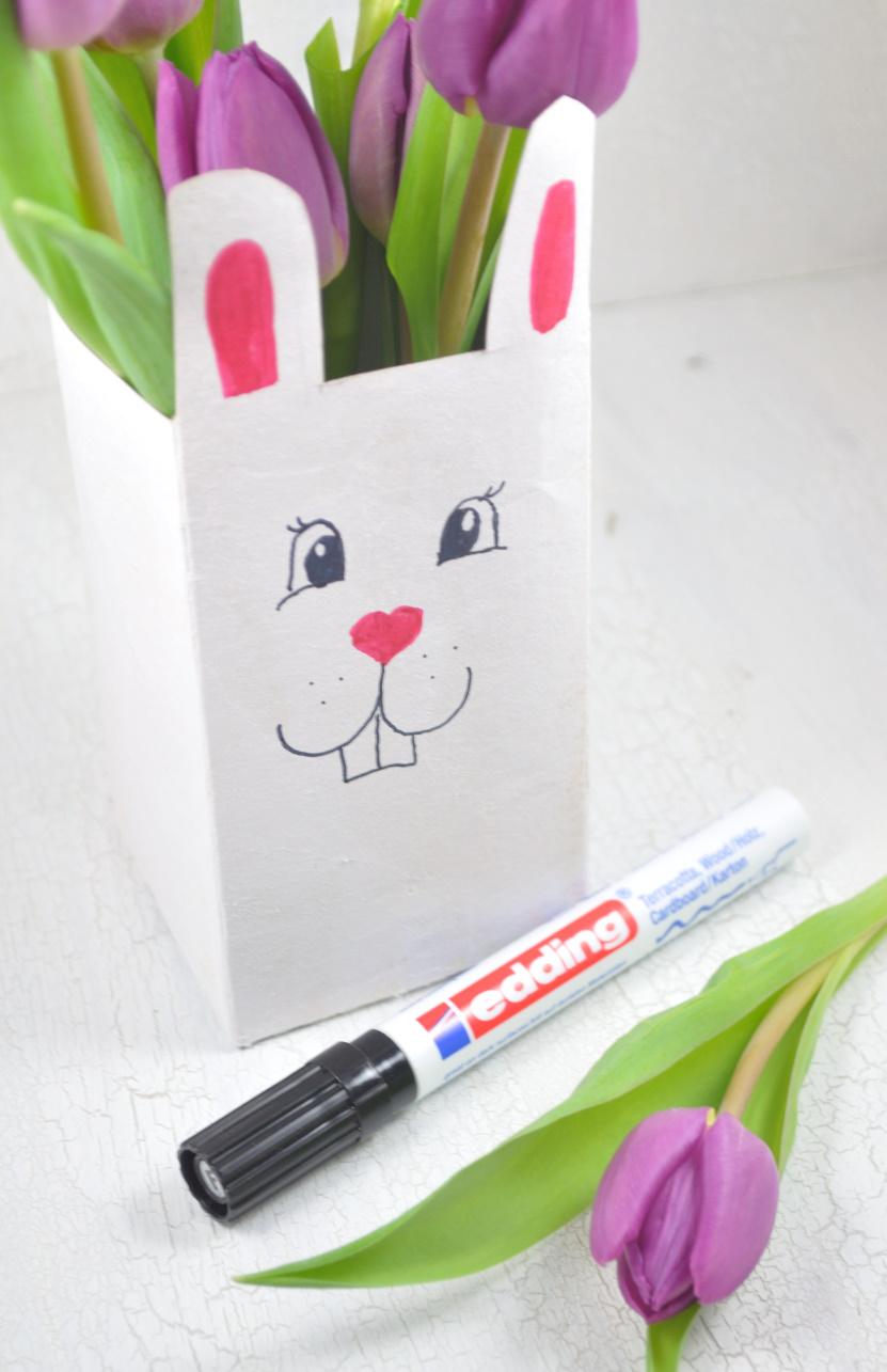 Upcycling: Osterhasen-Vase aus Tetrapack - schnelle Bastelidee für Ostern mit Kindern