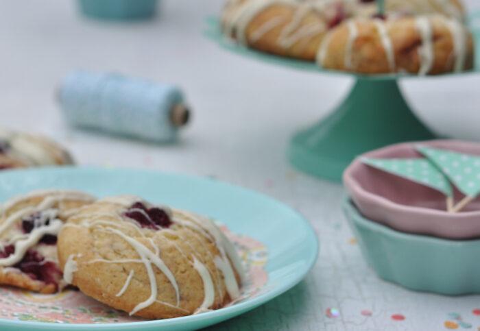 Diese Himbeercookies mit weißer Schokolade sind pure Verführer. Süß und frisch sind sie und einfach zu backen.