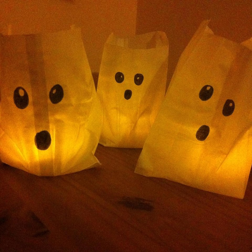 Halloween Party: Bastelidee: kleine Gespenster aus Butterbrotpapier