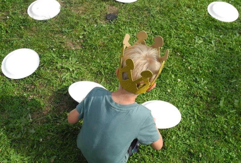 Ideen für eine Märchenparty: Basteltipps, Spiele und Backideen: suchst du Ideen für einen Kindergeburtstag bist du hier genau richtig. Froschkönigmuffins, Dornröschencupcakes und viele tolle Geburtstagsspiele findest du auf little. red. temptations.