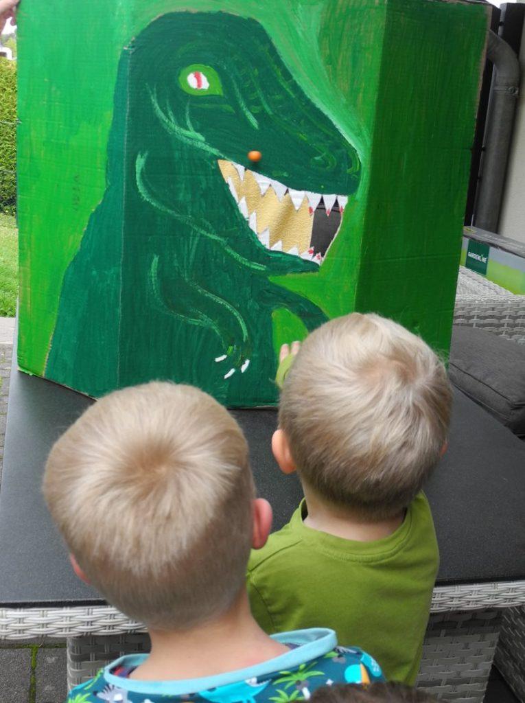 Dino Party Kindergeburtstag Für Einen Vierjährigen Dinosaurier Fan