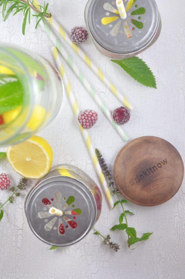 Trendgetränk für den Sommer: Infused Water. Erfrischend, gesund, lecker. Hier findest du zwei Rezeptideen und wie du Infused Water herstellen kannst.
