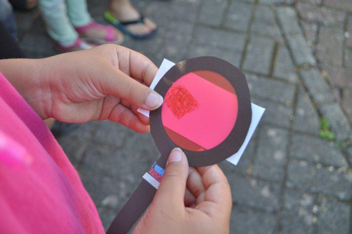 Spannende Rätsel, Spiele und Bastelideen für eine Detektivparty findet ihr in diesem Beitrag. Rund um die drei ??? gibt es einen spannenden Fall zu lösen. So feierst du einen tollen Kindergeburtstag!