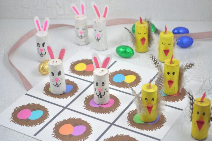 Spielspaß für Ostern: mit diesem Tic Tac Toe kannst du toll mit Kindern basteln und spielen. Das Spielfeld kannst du dir kostenlos downloaden.