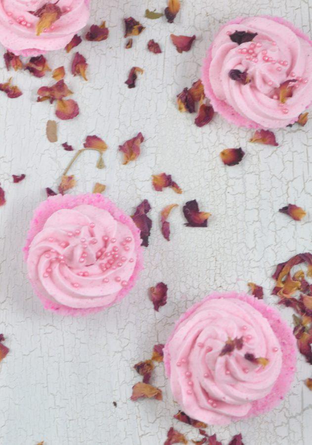 Herrlich entspannend - Badecupcakes einfach selbst machen. DIY Idee für Wellness-Freunde. Perfekt für die Aromatherapie mit Neroli und Ylang Ylang Öl.